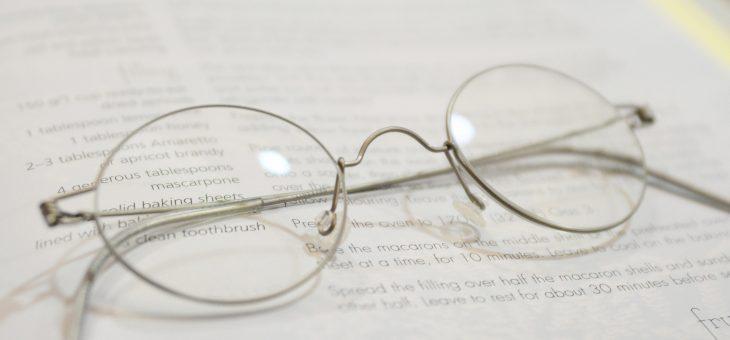 丸いメガネ
