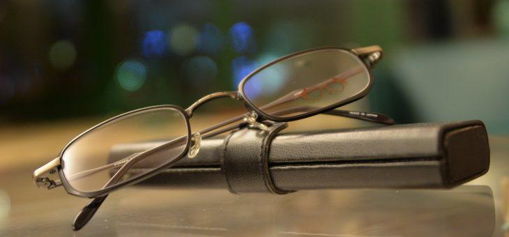 コンパクトな眼鏡