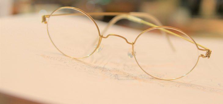 金色の丸メガネ